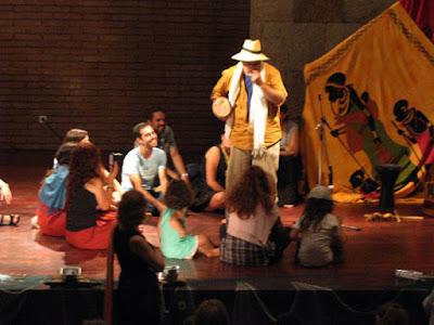 Contador de histórias com crianças no festival um Porto de Contos