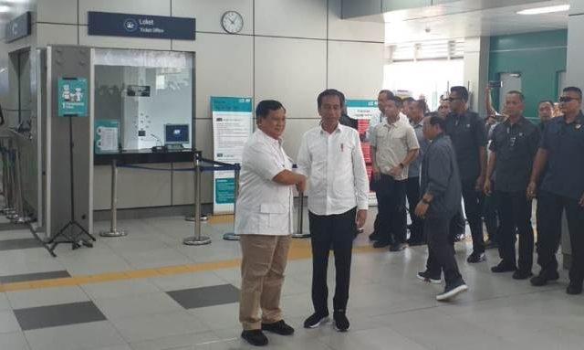 Jokowi Bertemu Prabowo di Stasiun MRT Lebak Bulus