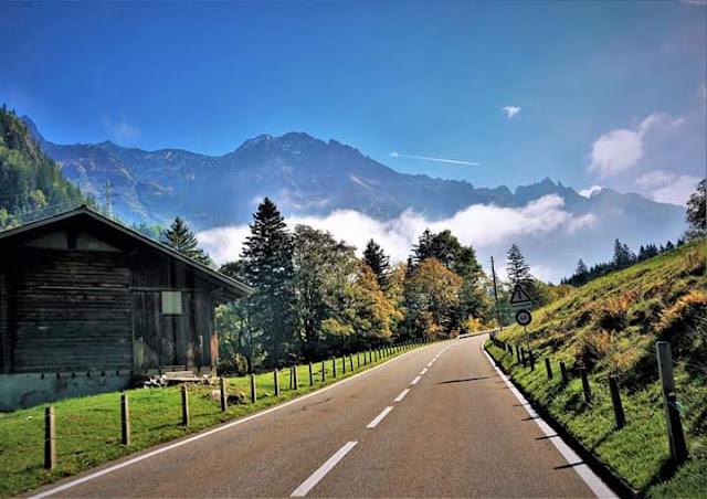 Gambar Pemandangan Alam Indah di Swiss Jalan Menuju Grimselpass