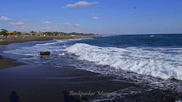 Ombak di Pantai Munggu Bali