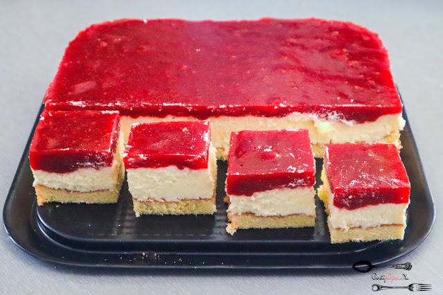 ciasta i desery, ciasto na biszkopcie, ciasto na imprezę, ciasto na święta, ciasto z masą budyniową, ciasto z musem truskawkowym, prosty przepis na ciasto,