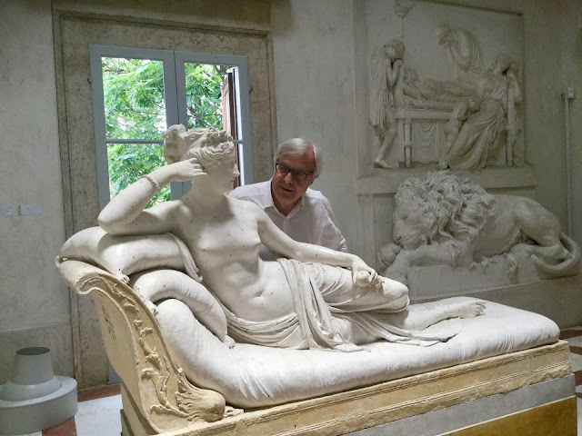 VENICE BLOG Vittorio Sgarbi with Paolina Bonaparte as Venus Victorious by Canova - Photo: Cat Bauer