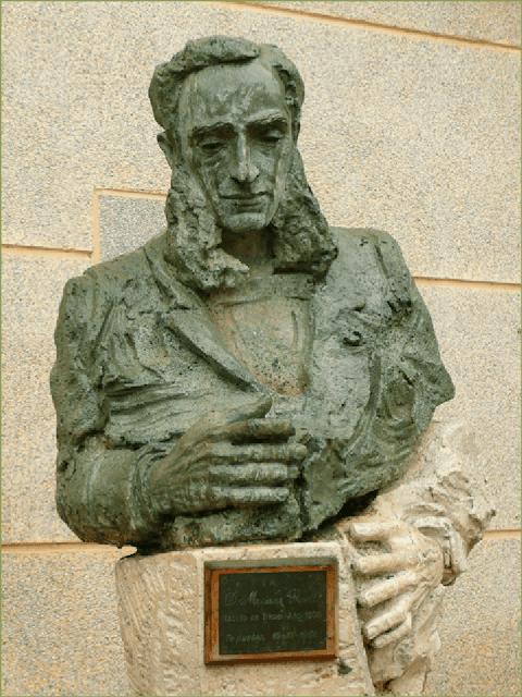 Estatua de Graells en su pueblo natal: Tricio (Logroño).