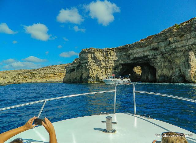 Grutas no caminho para a Lagoa Azul de Malta