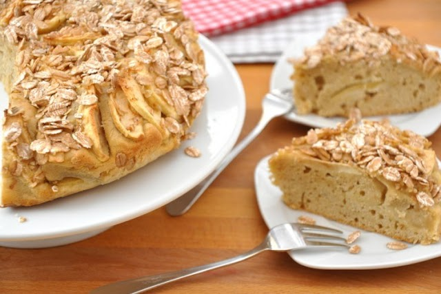 Almond and oat cake
