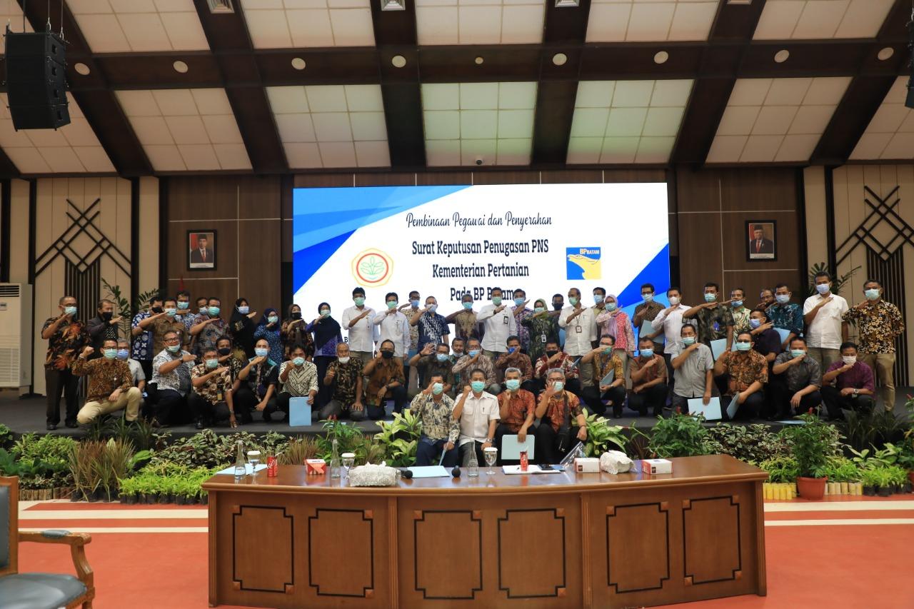 69 Pegawai BP Batam Terima Surat Keputusan Penugasan PNS Dari Kementan RI