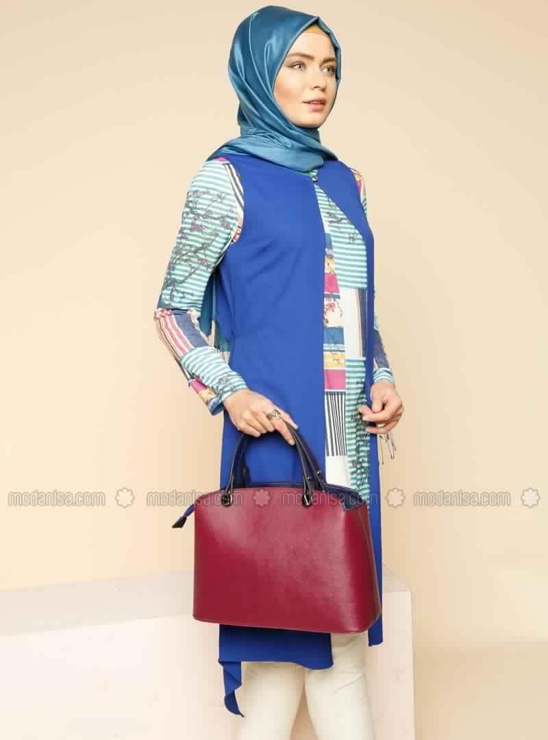 style de hijab tunique longue pour femme voil e tr s classe hijab et voile mode style. Black Bedroom Furniture Sets. Home Design Ideas