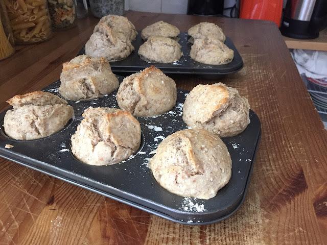 Schnelle Frühstücksbrötchen in Muffinform gebacken