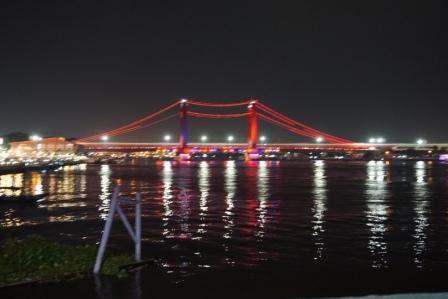 destinasi yang ada di kota palembang jembatan ampera