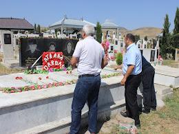 """""""Xocalının səsi"""" qəzetinin əməkdaşları mərhum redaktor Qasım Qırxqızlının məzarını ziyarət ediblər"""