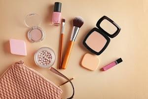 Apa Sih Perbedaan Make Up dan Skincare Itu?