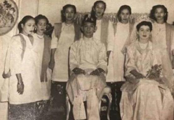 Tunku Tun Aminah Lipat Lengan Baju Dan Kelihatan Agak Senteng