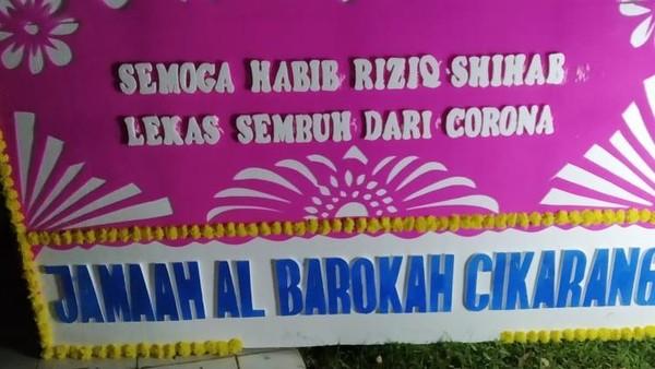 Karangan Bunga 'Lekas Sembuh Habib Rizieq' Berdatangan di Kompleks Mutiara Sentul