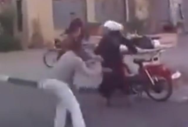 ضربت زوجها بالشارع وهذا ما فعله.. بعد الضرب المبرح الذي تلقاه من زوجته.. إليكم ماذا فعل..
