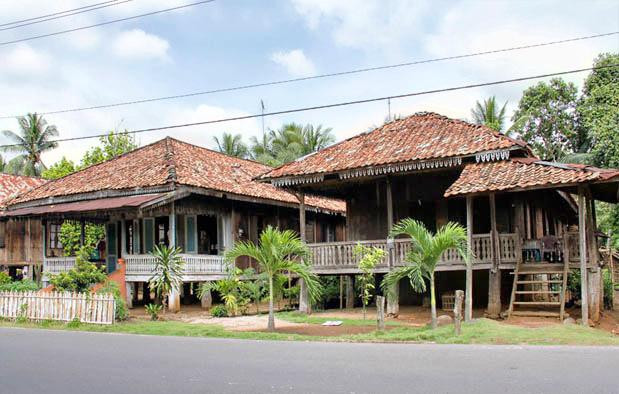 Rumah Nuwou Sesat, Rumah Adat Provinsi Lampung