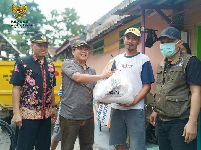 Baznas Jombang Berikan Bantuan Bagi PKL Terdampak Corona