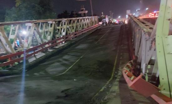BreakingNews Jembatan Penghubung Pemalang-Pekalongan Ambruk, Lalu-lintas Macet Parah