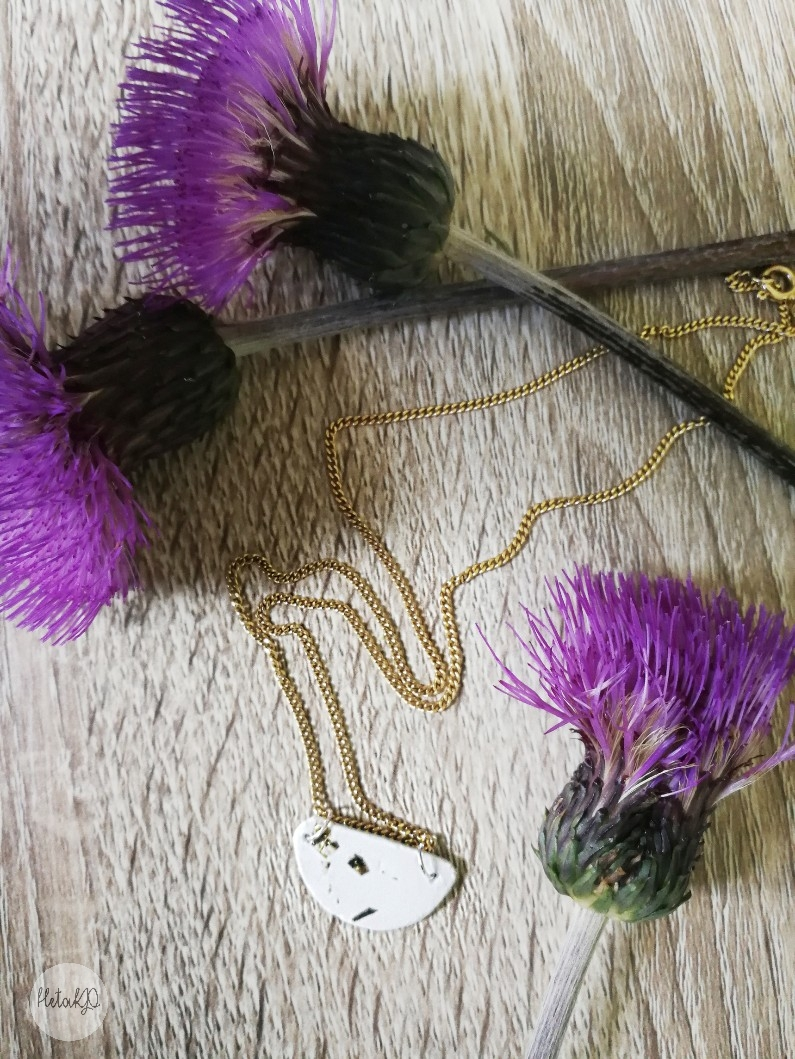 savikoru, lersmycke, koru askartelumassasta, smycke i pyssellera