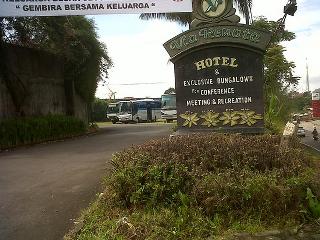 Via Renata adalah salah satu alternatif yang menarik untuk Anda menginap. Hotel ini terletak di jalan Cimacan KM 85 Cianjur, Jawa Barat