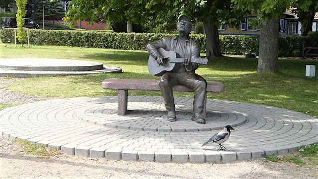 scultura musicista a nida