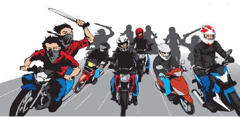 Kejahatan jalanan yang dilakukan kelompok bermotor kembali terjadi di kota Bandung. Kali ini, s