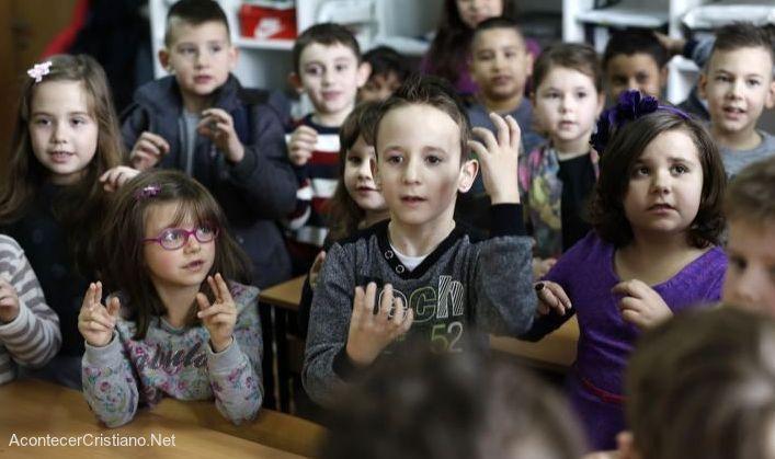 Niños sordos lenguaje de señas