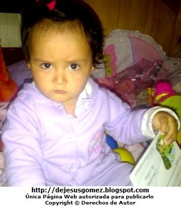 Foto de una bebé mujer con cara de molesta. Foto de bebé de Jesus Gómez