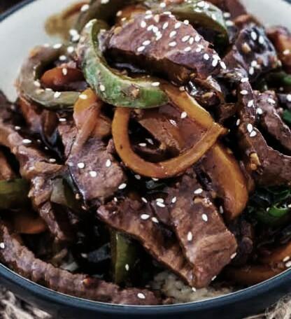 bistec-de-res-encebollado-receta