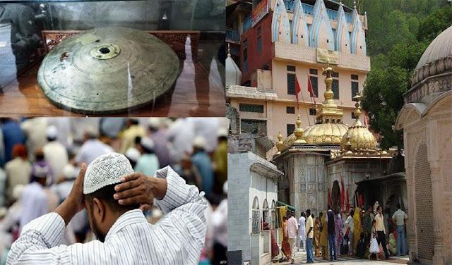 अकबर का आक्रांत सह चुके मंदिर में मुसलमान क्या कर रहे, स्थाई नियुक्ति की चल रही बात!
