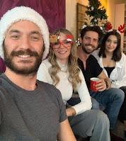 Elenco se reúne navidad