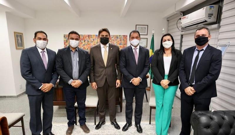 Deputado Juscelino Filho recebe prefeitos maranhenses em Brasília