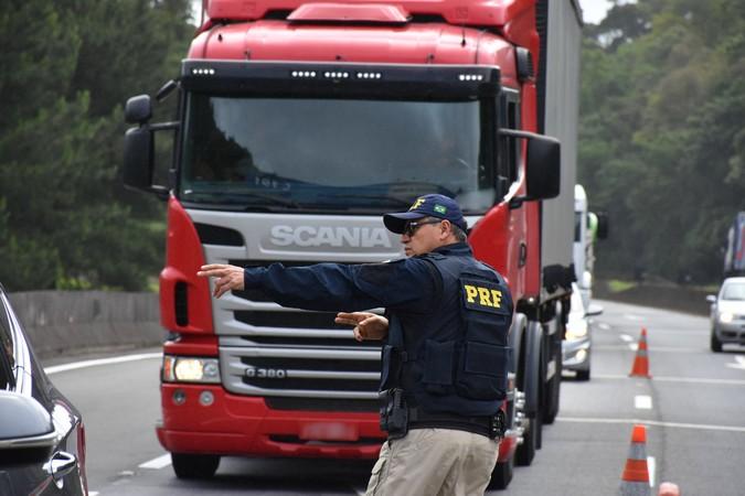 Governo Bolsonaro altera regras e proíbe apreensão imediata de caminhões em blitzes