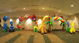 Tropical theme balloon decoration: flowers balloon arch, palm tree balloon arch, giraffe balloon shape, dog balloon shape, underwater theme, fish balloon column