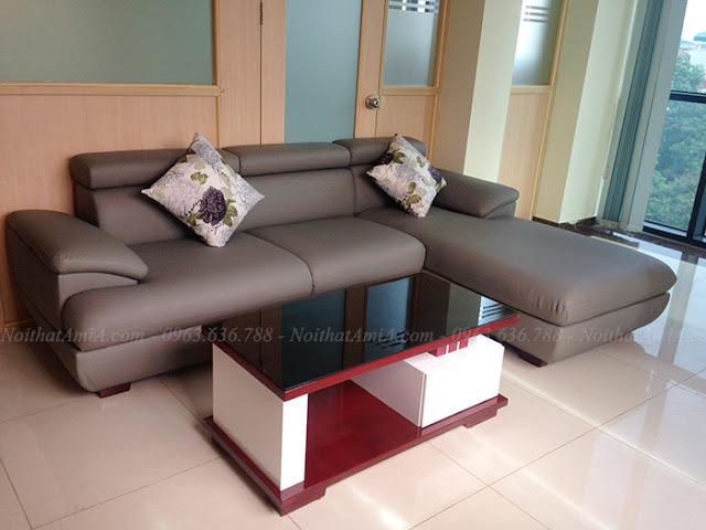 Hình ảnh Bộ ghế sofa da góc chữ L kết hợp với bàn trà đẹp trong không gian căn phòng nhà khách hàng