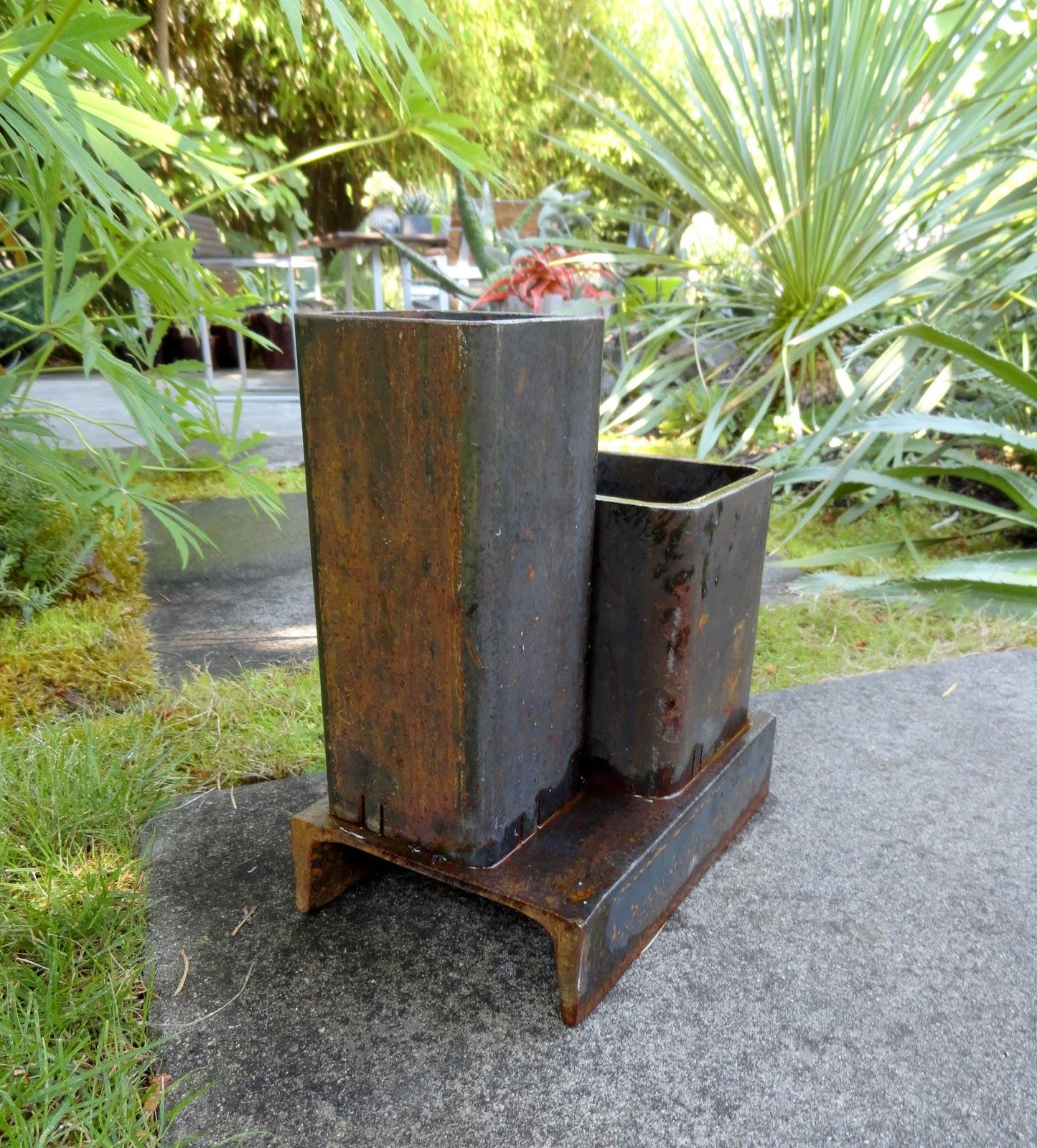 Danger garden cracked pots at mcmenamins edgefield 2017 for Garden pots portland