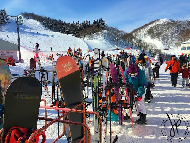 snowboards, skis, ski/snowboard trails