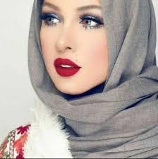 5 Tips padu padan hijab dengan warna lipstik