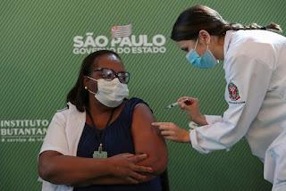 Quem tem prioridade? A vacina é gratuita? Veja perguntas e respostas sobre a vacinação contra a Covid no Brasil