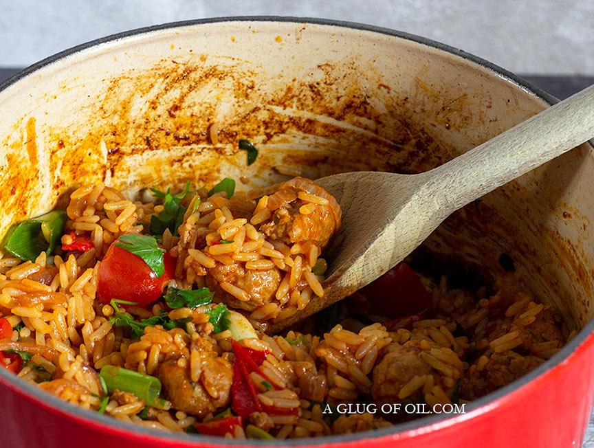 Spicy sausage rice - a delicious one-pot recipe