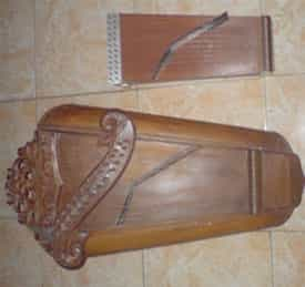 Alat-Musik-Tradisional-Sitter-dari-jawa-tengah