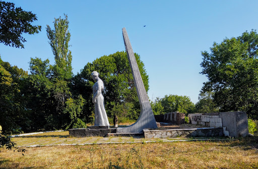 Новопідгородне. Парк. Військовий меморіал