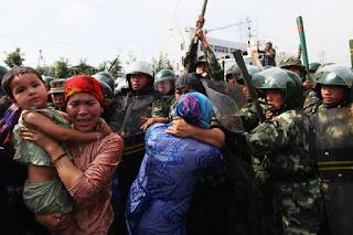 Muslim Uighur Disterilkan Secara Paksa di Xinjiang