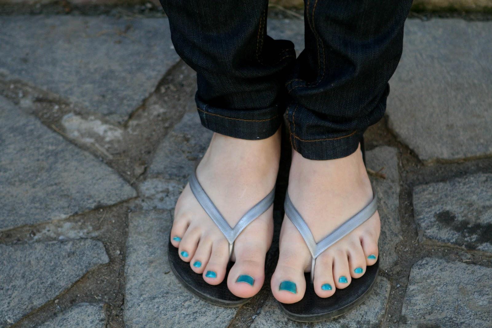 A great flip flop footjob 9