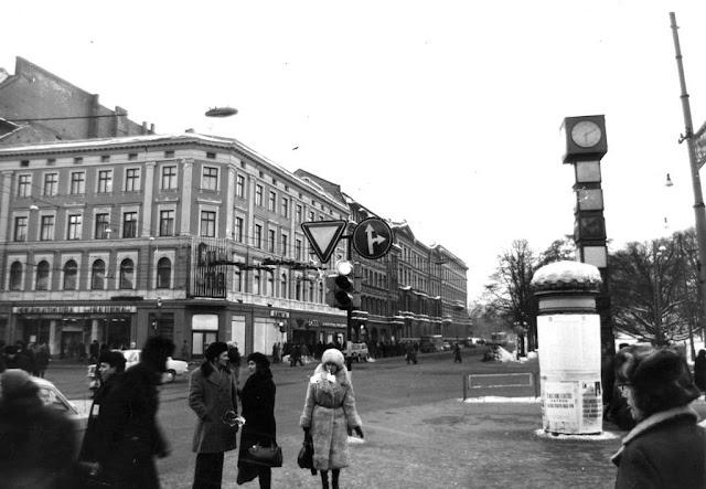 Начало 1980-х годов. На углу бульвара Падомью и улицы Ленина возле часов
