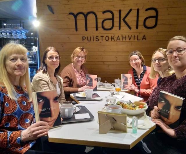 Oulu Naisten pankki lukupiiri