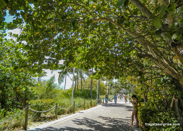 Calçadão na praia em South Beach, Miami Beach