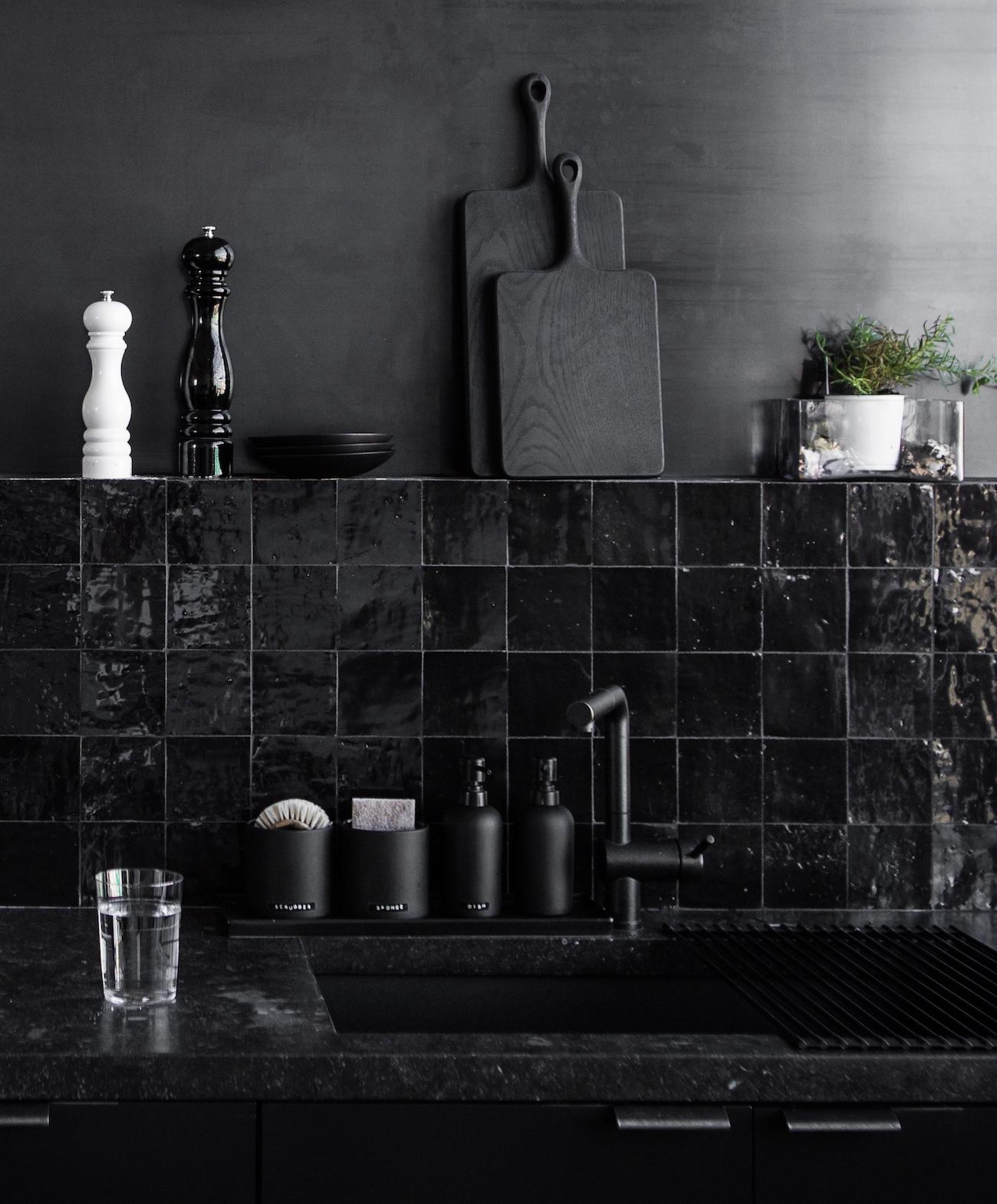 ilaria fatone - total-blakc interiors - décoration en noir absolu