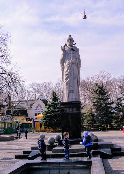 Николаев. Соборная ул. Каштановый сквер. Памятник св. Николаю