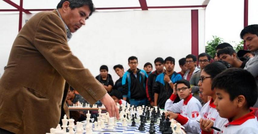 JULIO GRANDA: Campeón mundial celebra 40 años de exitosa carrera deportiva con simultánea de ajedrez internacional