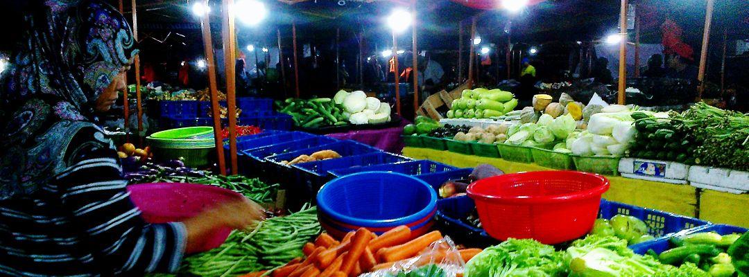 At The Farmer's Market II 04